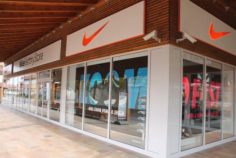 Nike Premier Outlet - nyitvatartás 95182c50dc