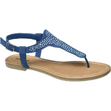 Kék strasszokkal díszített lábujjközi szandál. Boka részén csat segíti a  lábra erősítést. Viselheted farmerral is ezt a menő darabot 590ddf0433
