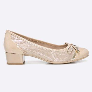 Sarkas cipő kollekció Caprice. Natúr bőrből és szintetikus anyagból készült  modell. - OnAir betét biztosítja a megfelelő szellőzést a cipő belsejében. 6937eef339