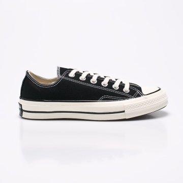 Sportcipő kolekció Converse. Textilanyagból készült modell. - Kerek 992139f5f6