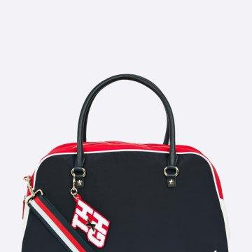 f386f7ba89 Nagy táska Tommy Hilfiger kollekció Gigi Hadid for Tommy Hilfiger. Zárható  szintetikus anyagból és textilből készült modell. - Cipzáras zárás.