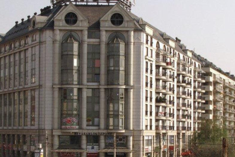 c17a624dfed2 Duna Ház Bevásárlóközpont - nyitvatartás, üzletek, parkolás, cím