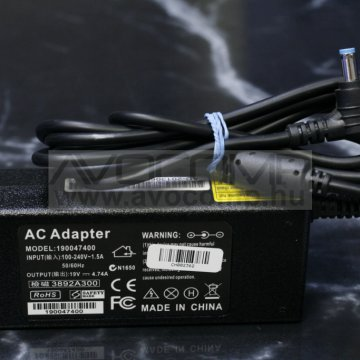 Acer 19V 4.74A 90W adapter ugy.